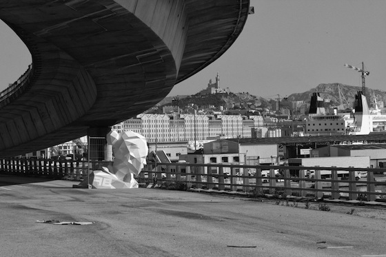 The artist chose an elevated freeway, the vehicle entrance point of Marseille, where the geometric lady couldwatch over the whole city while gazing across the sea towards Africa at the same time.