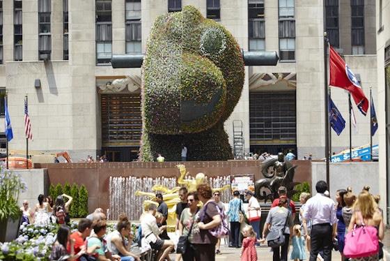 Koons Sculpture Comes to 30 Rock